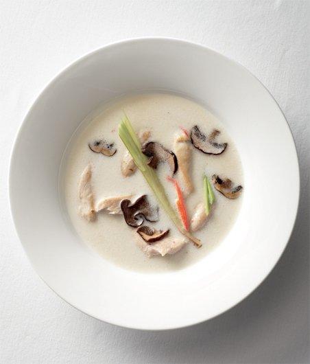 Kuřecí polévka s kokosovým mlékem