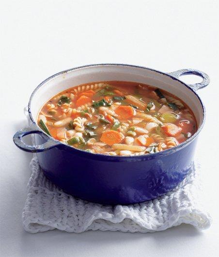 Výsledek obrázku pro Fazolová polévka s těstovinami