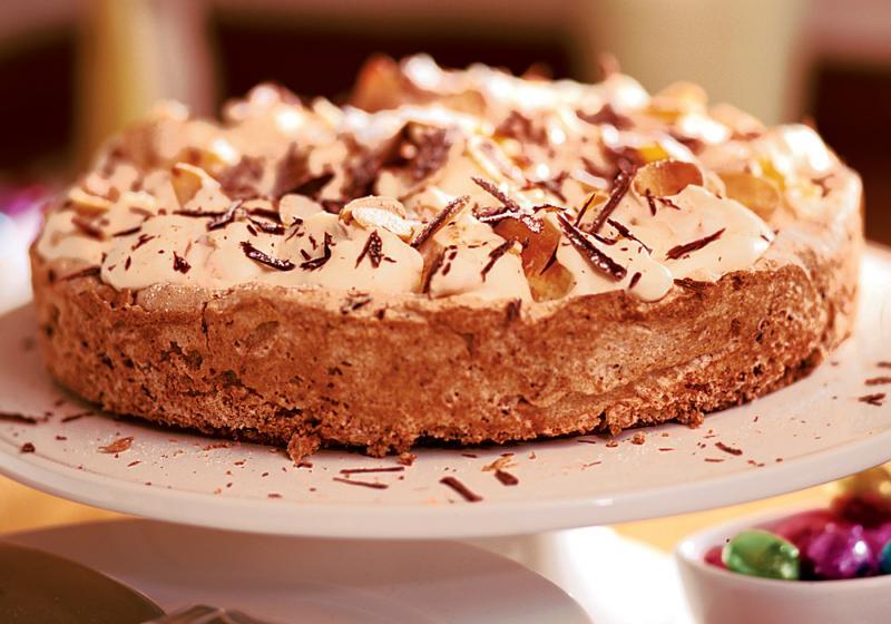 Mandlový koláč s čokoládou a meruňkovým krémem