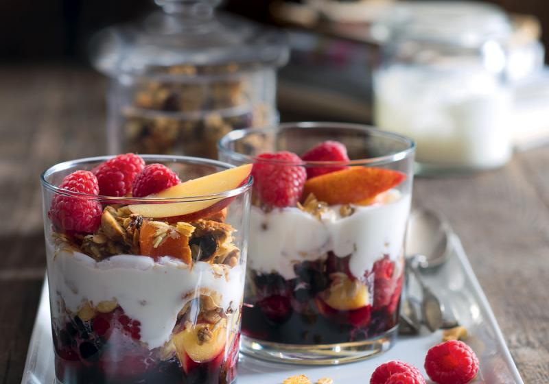 Pohár s ovocem a müsli