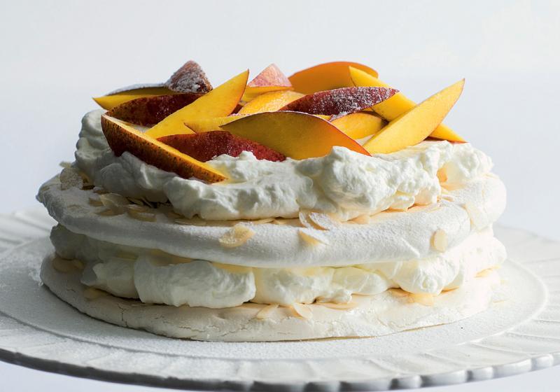 Bílkový dort s mandlemi