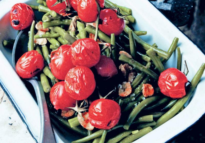 Zelené fazolky s grilovanými rajčaty
