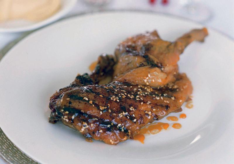 Pomalu pečená kachna s medem & sezamem