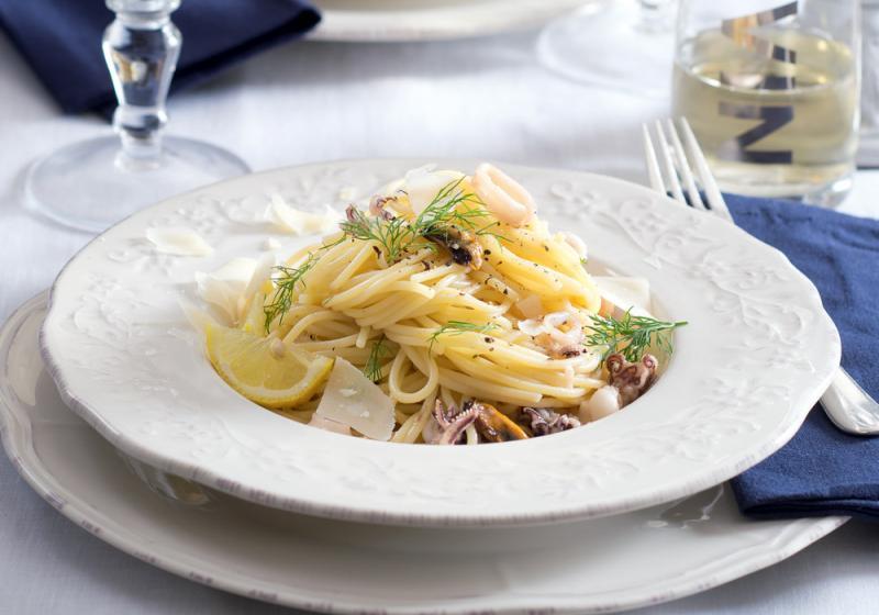 Špagety s plody moře a koprem