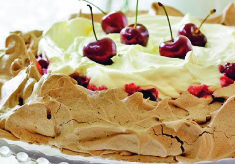 Čokoládovo-třešňový pusinkový dort