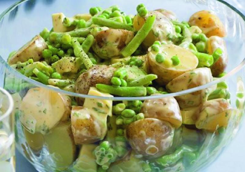 Letní bramborový salát s mátovým dresinkem