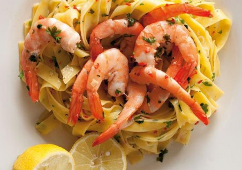 Fettuccine aglio, olio, pepperoncino a krevety