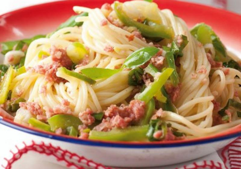 Špagety s paprikou a čerstvou klobáskou
