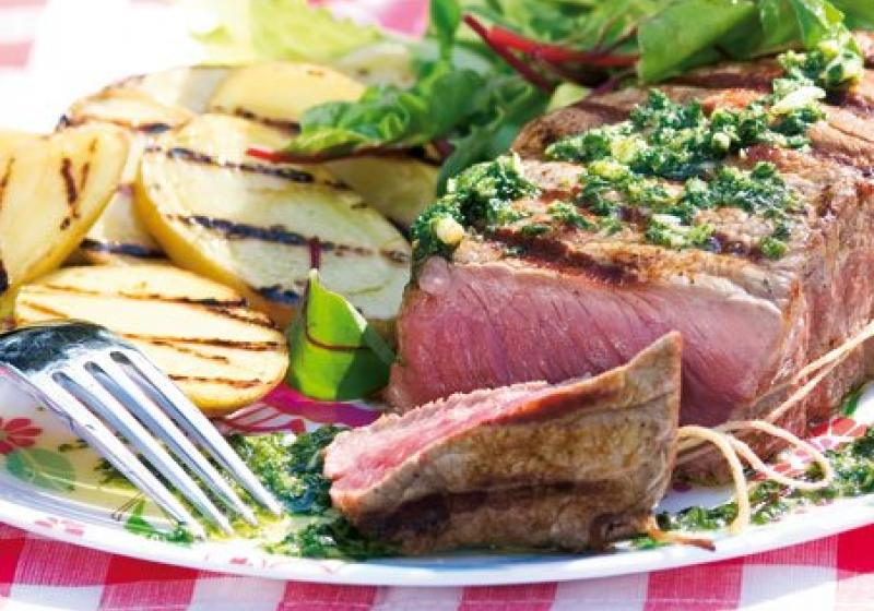 Steak s omáčkou salmoriglio