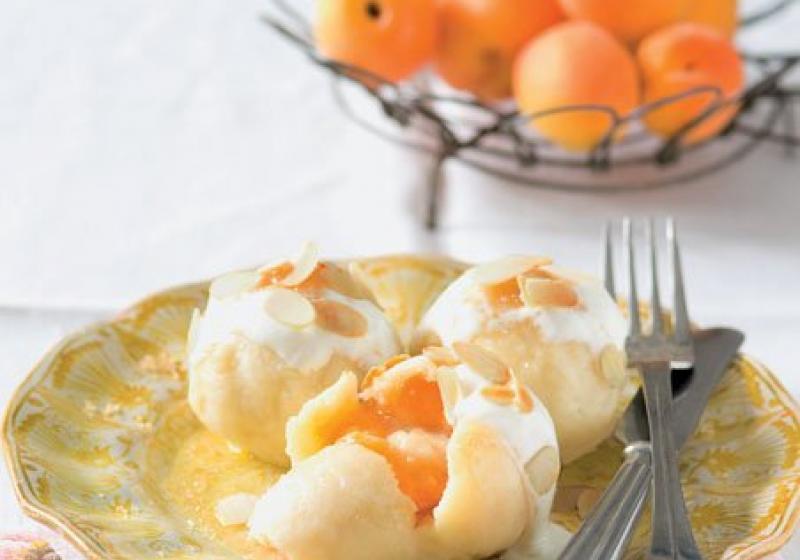 Meruňkové tvarohové knedlíky s marcipánem