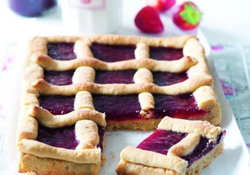 Mřížkový koláč s jahodovým džemem