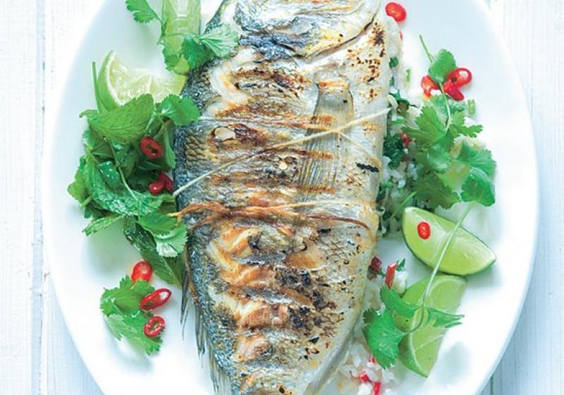 Ryba grilovaná v celku