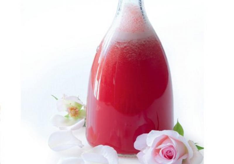 Růžový melounový nápoj