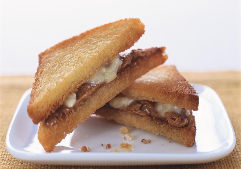 Banánovo-arašídový sendvič podle Elvise