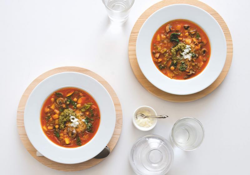 Hrstková polévka minestrone