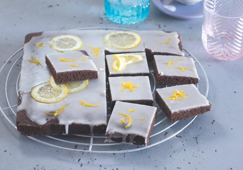 Bleskový kakaový koláč s citronovou polevou