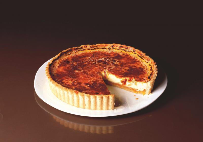 Meruňkový koláč s cukrovou krustičkou à la crème brûlée