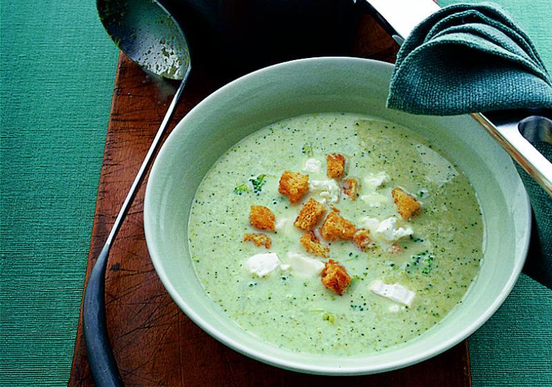 Brokolicová polévka s krutony a kozím sýrem