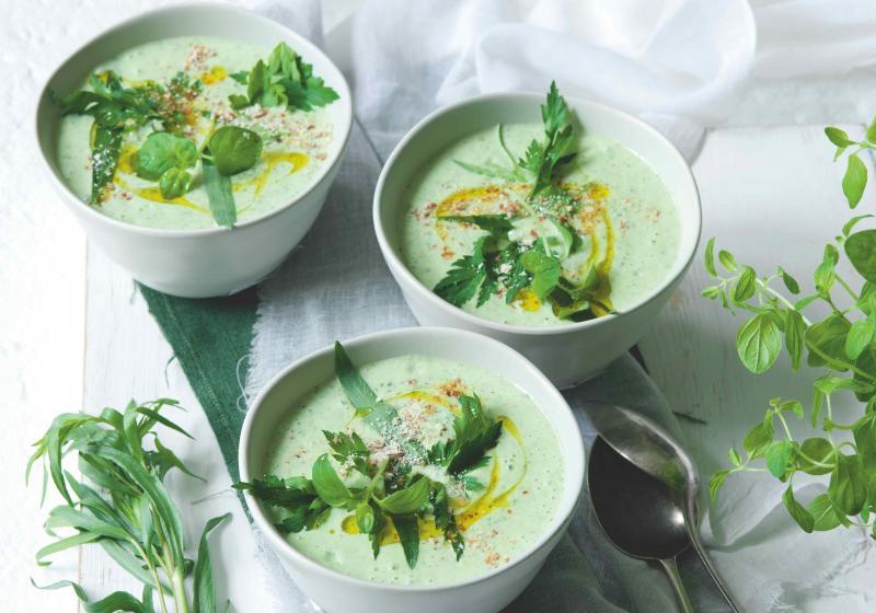 Bylinková polévka s mandlemi