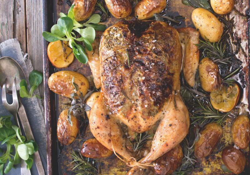 Bylinkové pečené kuře s bramborami  83b6bb4c7dd