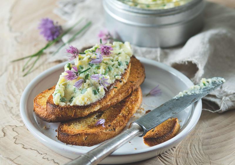 Česnekovo-pažitkové máslo