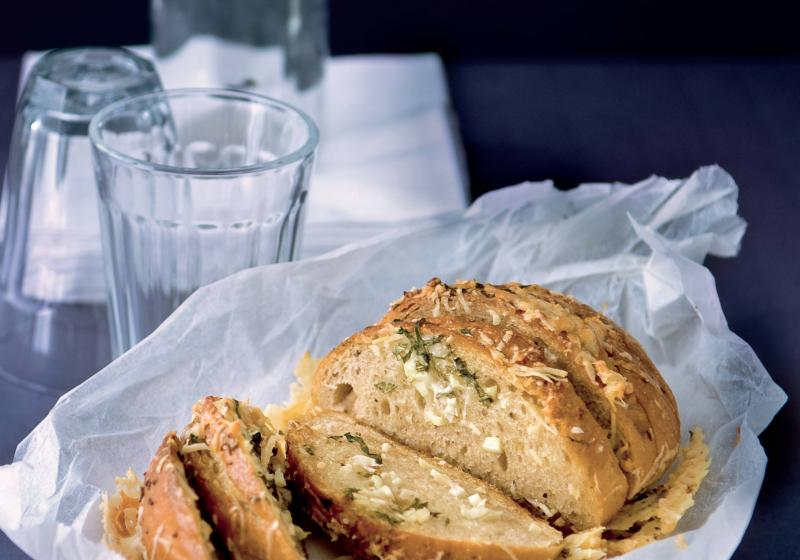 Česnekový chléb s parmazánem