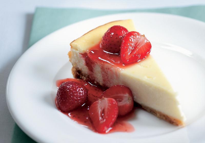 Cheesecake s rozpečenými jahodami