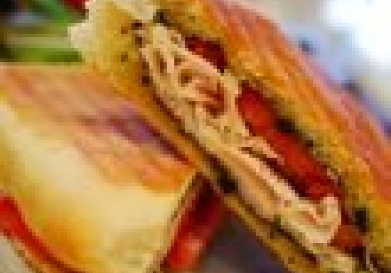 Saláty a sendviče v Café Bistro