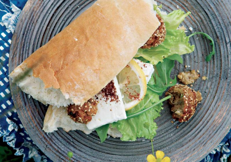 Falafel obalený v sezamu