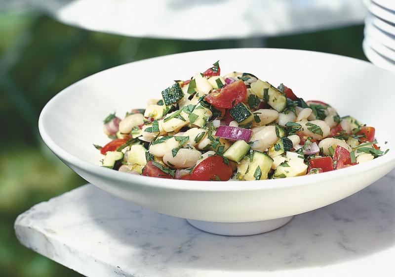 Salát z bílých fazolí a rajčat