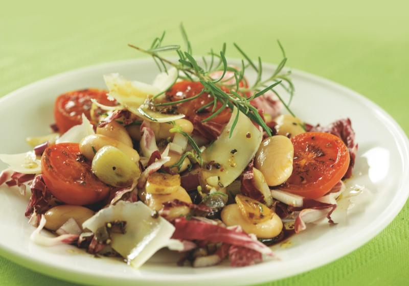 Fazolový salát s opečenými rajčaty