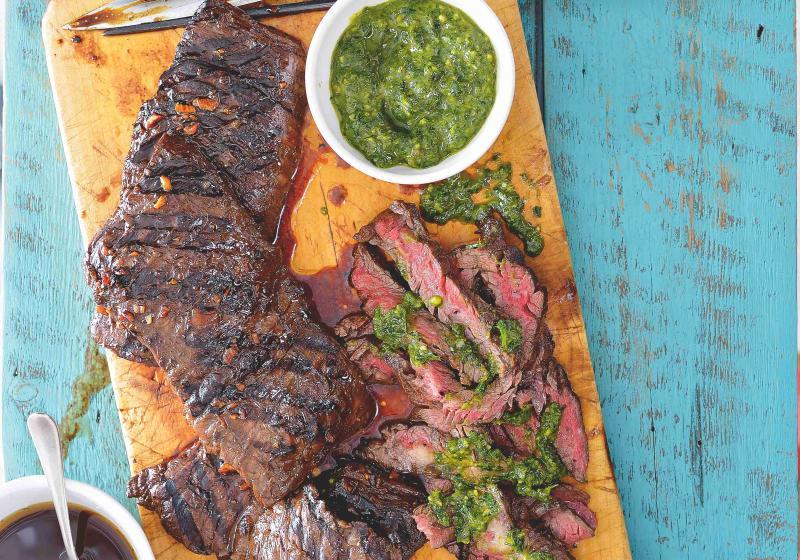 Hovězí skirt steak se salsou verde