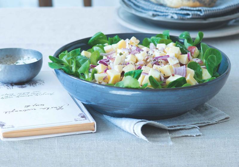 Jednoduchý jablečno-sýrový salát