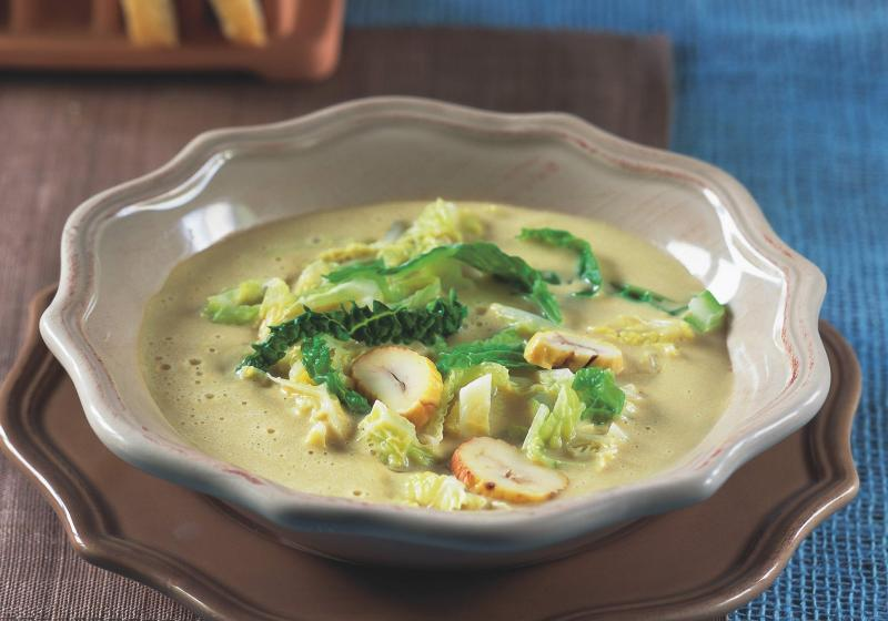 Kaštanová polévka s kapustou