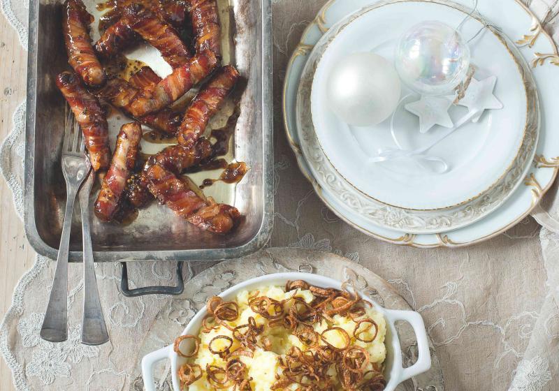 Klobásky ve slanině s šalotkovou bramborovou kaší