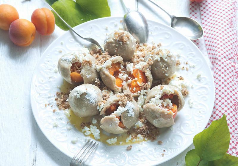 Knedlíky s meruňkami z pohankového těsta