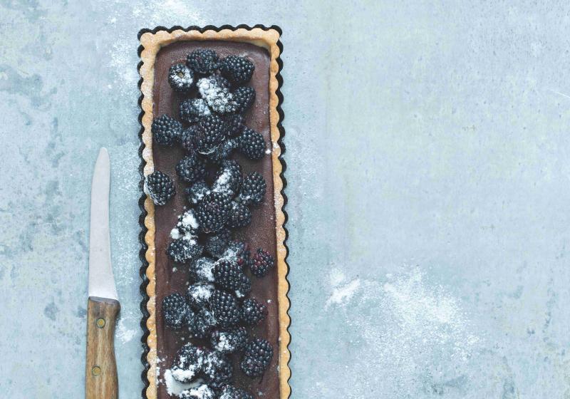 Koláč s ostružinami a čokoládovým krémem