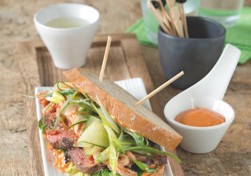 Korejský sendvič s hovězím masem a cibulkovým salátem