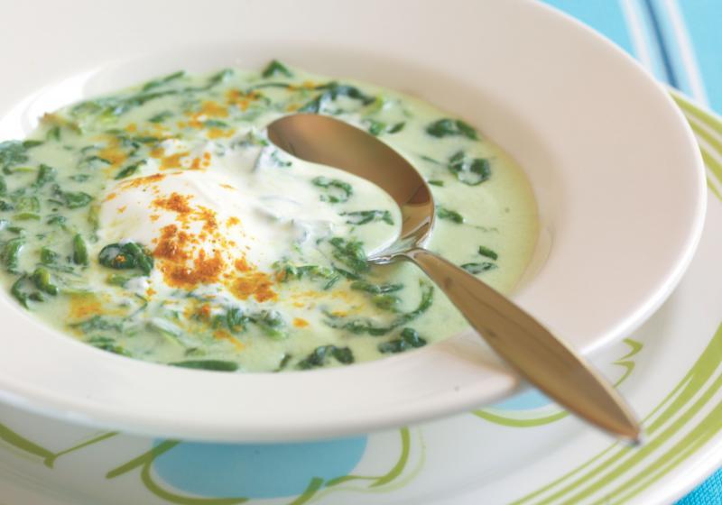 Krémová polníčková polévka s kari šlehačkou