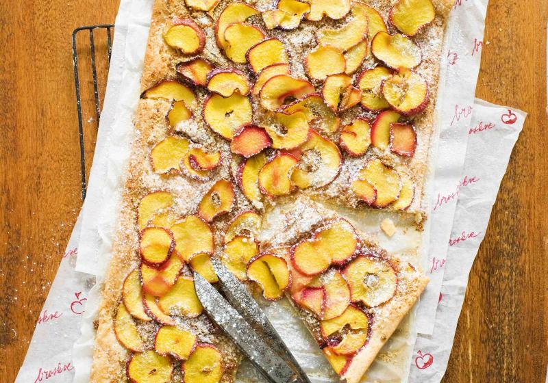 Křupavý broskvovo-nektarinkový koláč