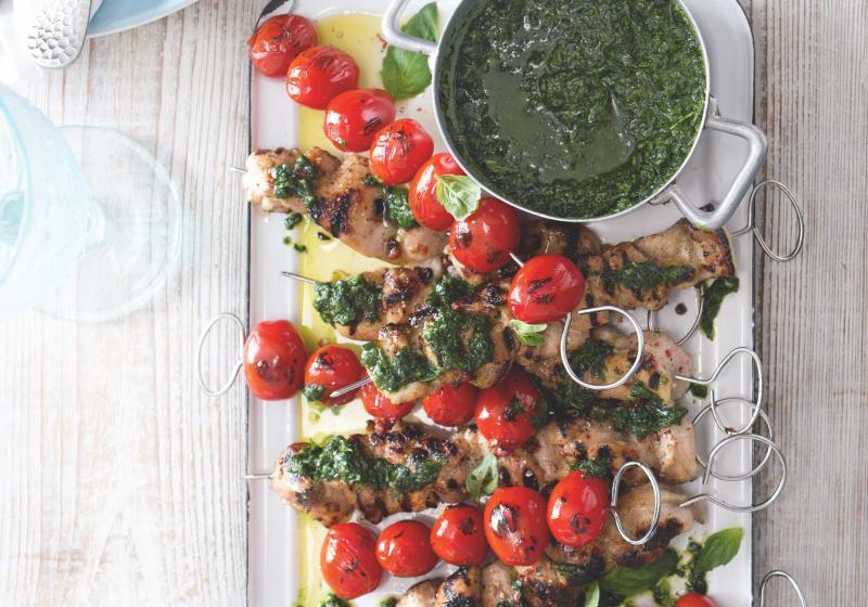 Kuřecí špízy s bylinkovou salsou