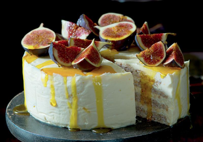 Mandlový pusinkový dort s medovým mascarpone