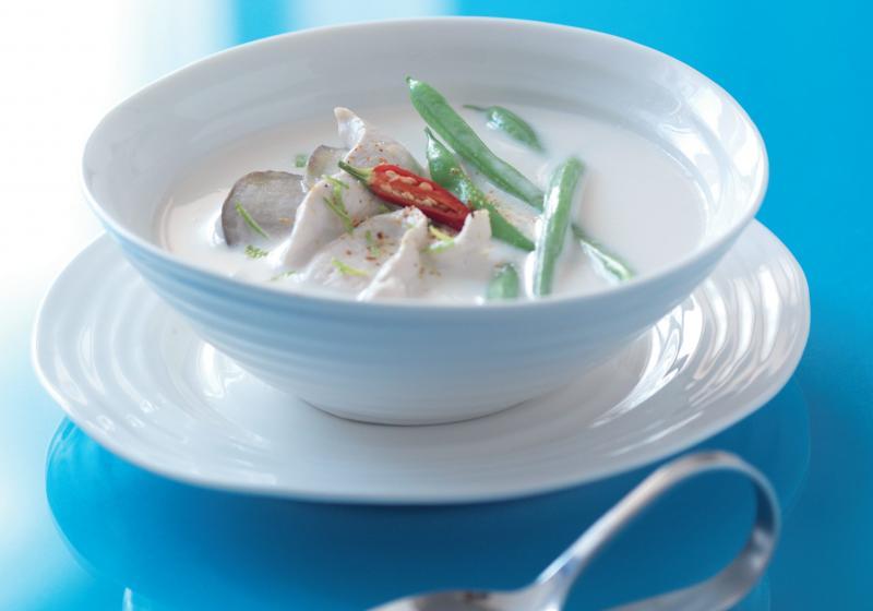 Ostrá kokosová polévka s kuřecím masem