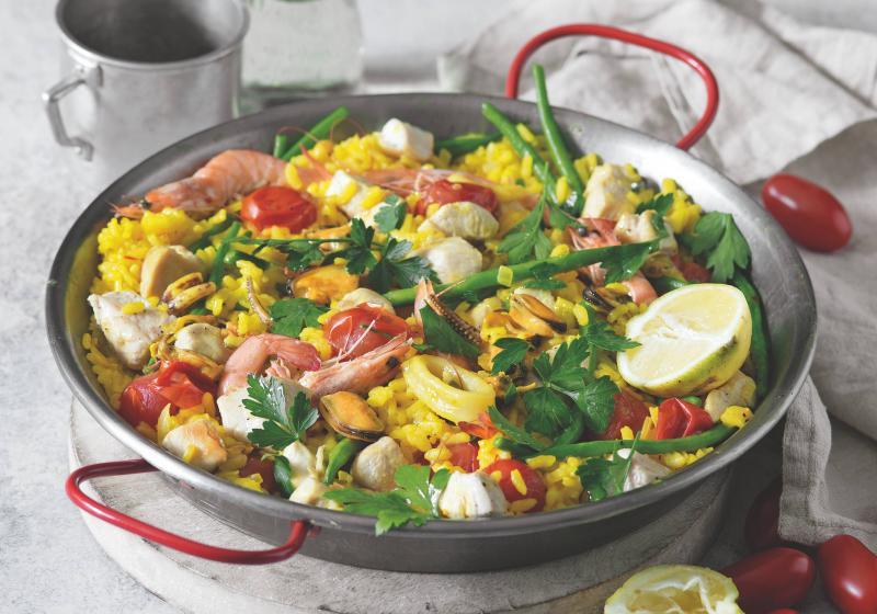 Paella s kuřetem a plody moře