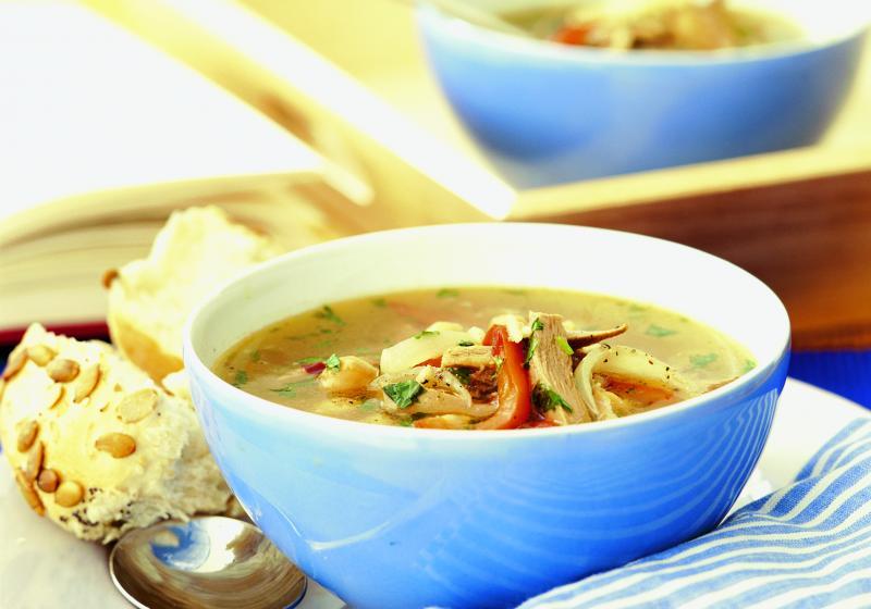 Polévka s drůbežím masem