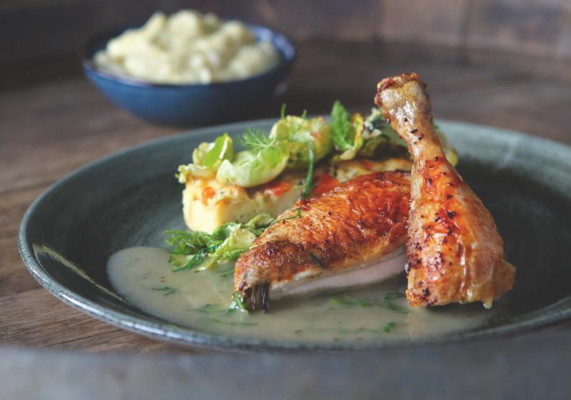 Pečení: Pomalu pečené kuře, nádivka a nastavovaná kaše