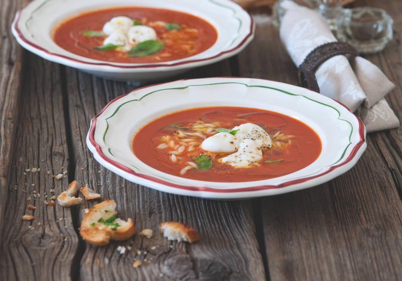 Rajčatová polévka s rozpečenými bocconcini