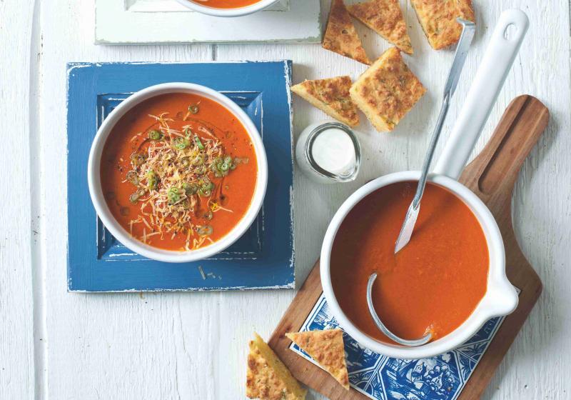 Zimní rajčatová polévka s kukuřičnými tousty
