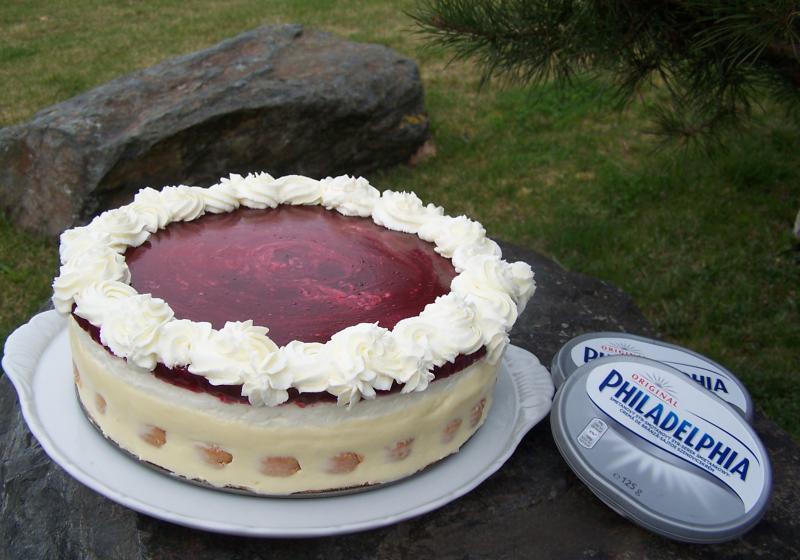 Jemný nepečený cheesecake s malinovou polevou
