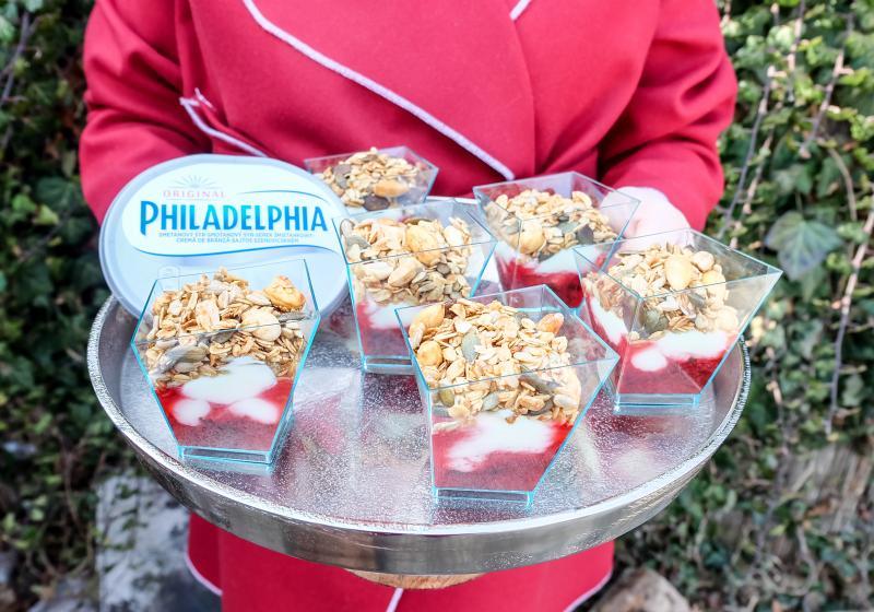 Obrácený nepečený cheesecake s medovou granolou